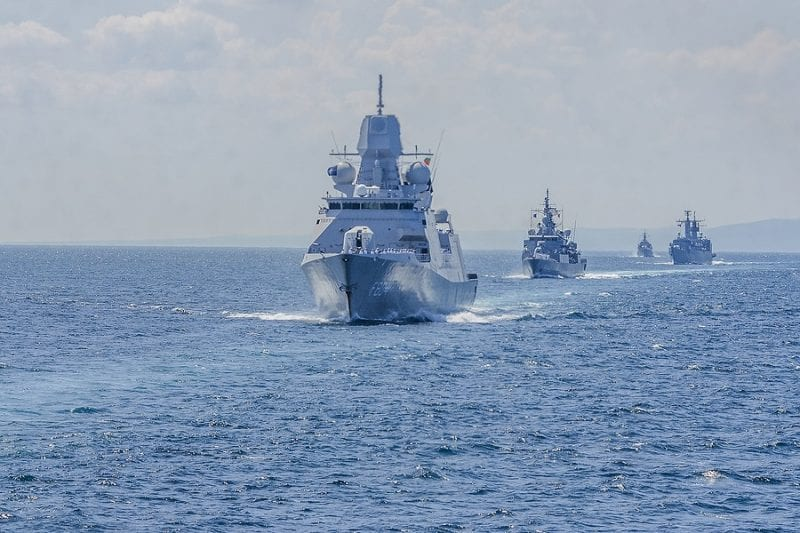 US Navy fight against the PLA seeking to sink an American aircraft carrier